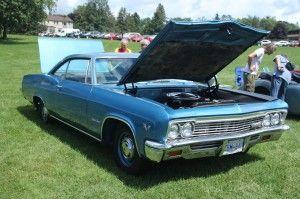Chevrolet Impala SS 1966 - Moteur: V-8, 396 p.c. – Transmission: 4 vitesses manuelles – Différentiel barré 12 bolts – Échappement double – Vitres teintées – Sièges baquets, console – Prix demandé: $29,725 – Contactez:  514 946-0905                    514 636-0584