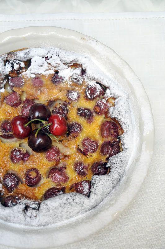 Hoy vuelvo con una de las citas mensuales, la Propuesta Dulce del Círculo Whole Kitchen, esta vez la protagonista es una de las tartas más conocidas de la gastronomía francesa, la clafoutis. Esta vez traigo una versión con una consistencia que me ha resultado peculiar, mucho más suave que otras … Seguir leyendo >>