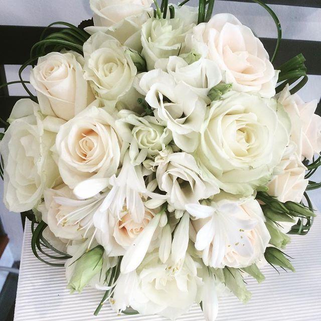 #bouquet #white #wedding #angoloverdetreviglio #commerciantitrevigliesi #fiori #matrimonio
