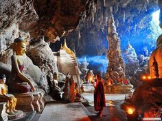 Myanmar. Monywa, de grot met de duizenden Buddha's.