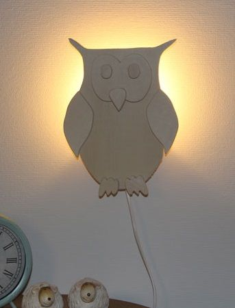 Geweldig houten wandlamp in de vorm van een uil, een leuk en vrolijk design. De wandlamp uil is een van de modellen, bekijk de complete serie!