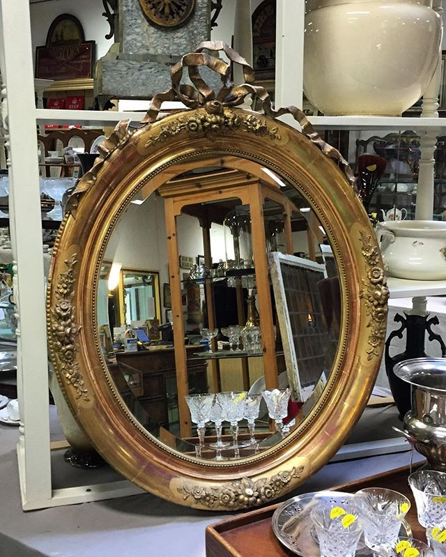 Louis XVI mirror 1850's… http://www.auvieuxchaudron.fr/