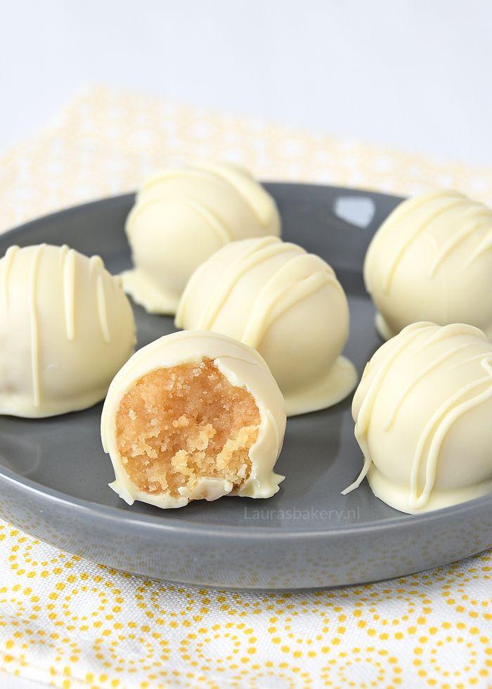 Wist je dat je een cake ook kunt gebruiken voor truffels? Ik geef je het recept voor lemon curd cake truffels!