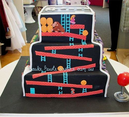Perfect video game cake featuring the famous Donkey Kong Game design