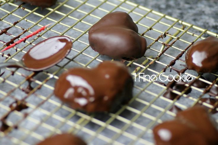 Chocolate Covered Strawberry Hearts -not a fan of marshmallow, but love the idea of making chocolate covered strawberries heart shaped
