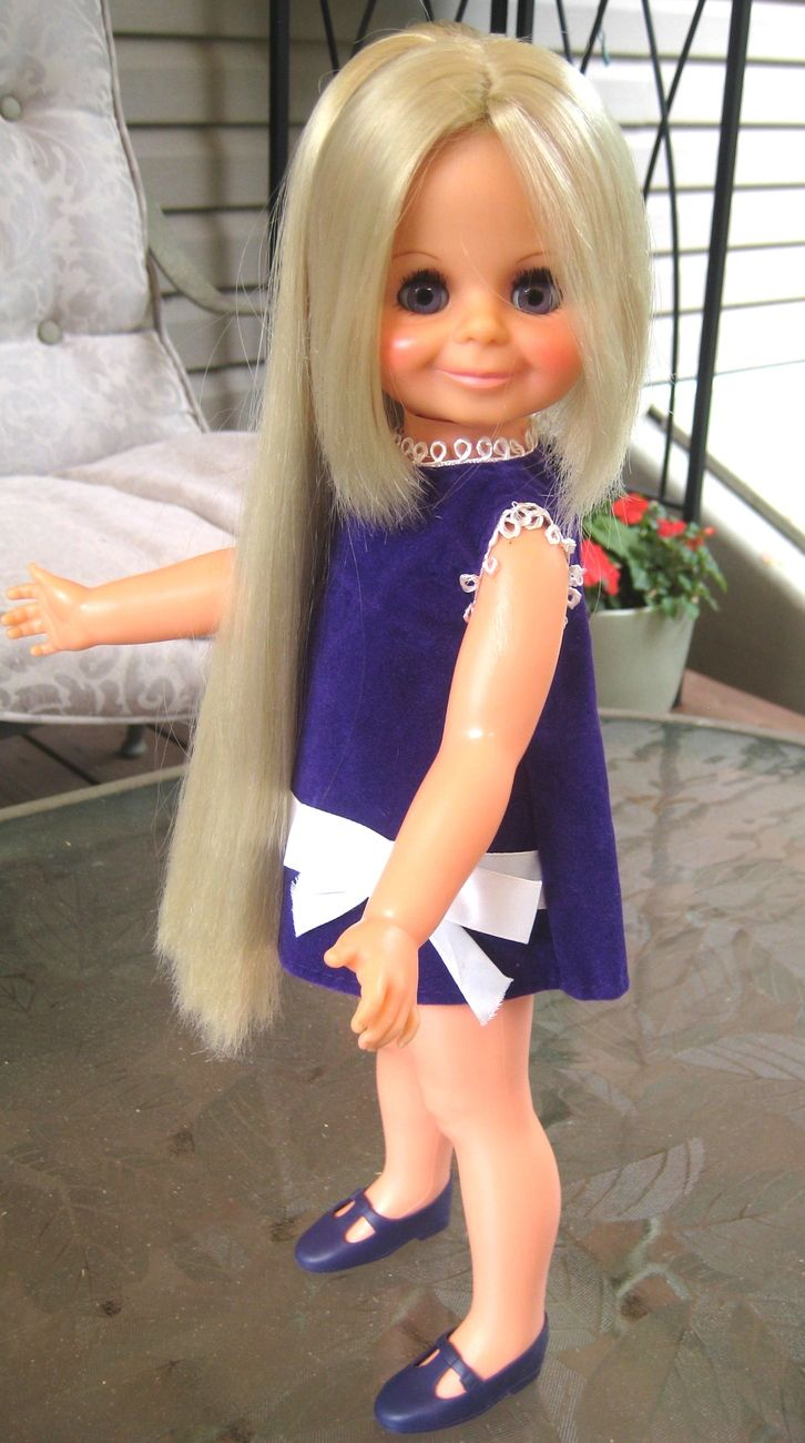 I had this one and the Chrissy doll too. I always wished my hair would do this!