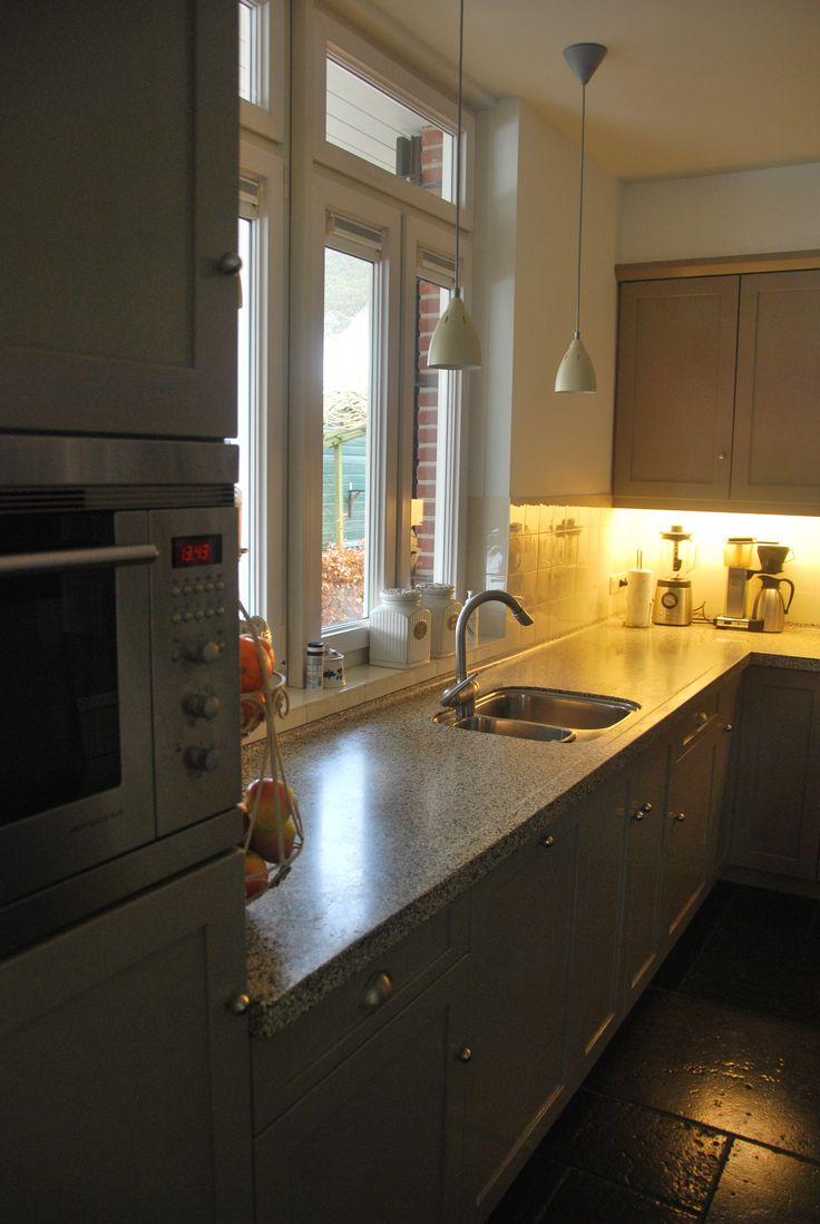 prachtige landelijke #handgeschilderde keuken met eiland en ...