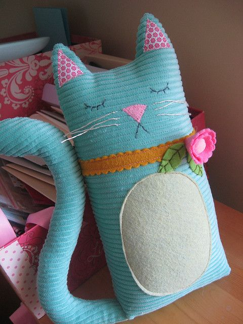 Written by the person who took the pic: She's HERE!!! My kitty from prettylilthings.etsy.com arrived!! I finally own a Lori Marie creation!! EEE! :)