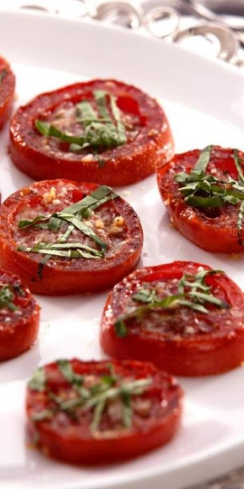 Balsamic Roasted Tomatoes - thse would be great grilled on the BBQ in the summer, when the garden is overflowing with tomato bounty!
