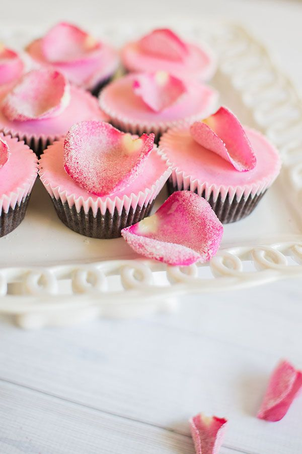Sugared Rose Petal Cupcake Toppers, we're obsessed!