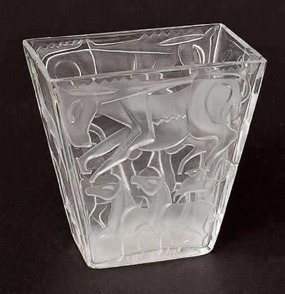 Botterweg Auctions Amsterdam > Rectangular clear glass vase with etched decoration of horses, design A.D.Copier ca.1948(Glas school period), executed by Glasfabriek Leerdam / the Netherlands