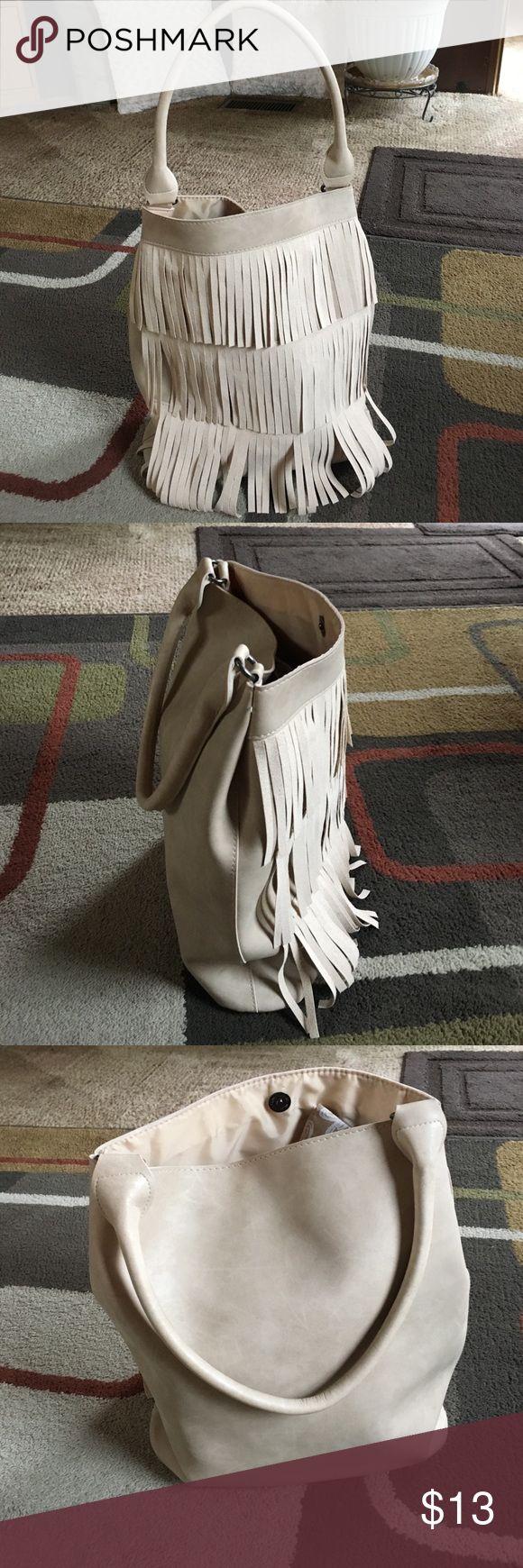 """Fringe bag 🌿 Not a brand name bag 🌿Fringe on front only🌿1 handle🌿no pockets inside🌿 man-made material🌿bag measures W 14.5"""" H 15"""" D 4"""" handle drop 9"""" 🌿 Bags Shoulder Bags"""