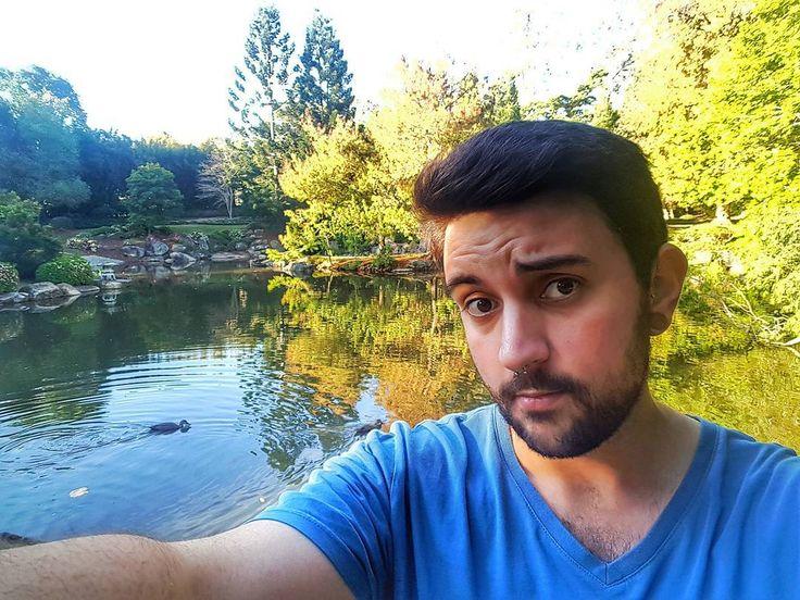 Domingo en el parque .       #brisbane #australia #jardin #selfie #communism #garden #gaybrisbane #gayaustralia #septum #gayusa #scruff #barba #beard #coffee #hairy #vscocam #vsco #coffee #nature #gaymexico #gaychile #gayeurope #dog #gayargentina #puppy #gaybeard #bringtheboystogether