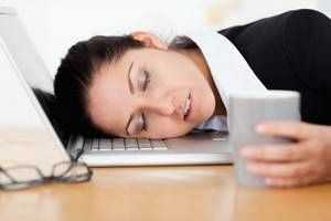 La fatigue au réveil n'est pas normale et peut être la conséquence de plusieurs facteurs. Un sommeil non-réparateur fréquent et non-explicable par un changement de mode de vie est le signe que quelque chose ne va pas. Il est donc important de rechercher quelles en sont les causes et d'y remédier.