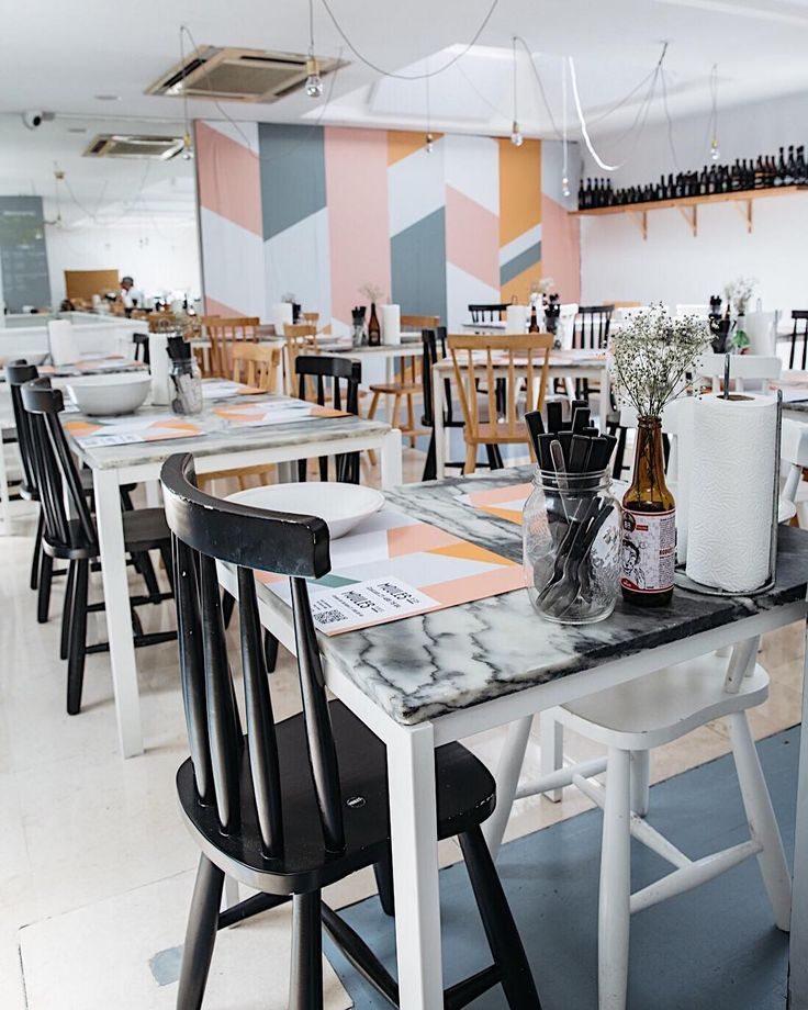 I didn't expect Lisbon to be foodie heaven but so far everything we have ate as been so delicious and the wine  This is the fit out at @moulesco which we stopped at on our food tour yesterday with @tasteoflisboa