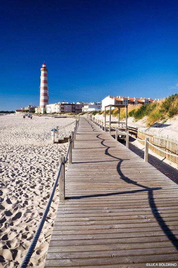 Desafie-se a ver mais longe e suba a um dos maravilhosos faróis do Norte de Portugal! #viaverde #viagensevantagens #Portugal #norte #mar #farol #aventura #horizonte