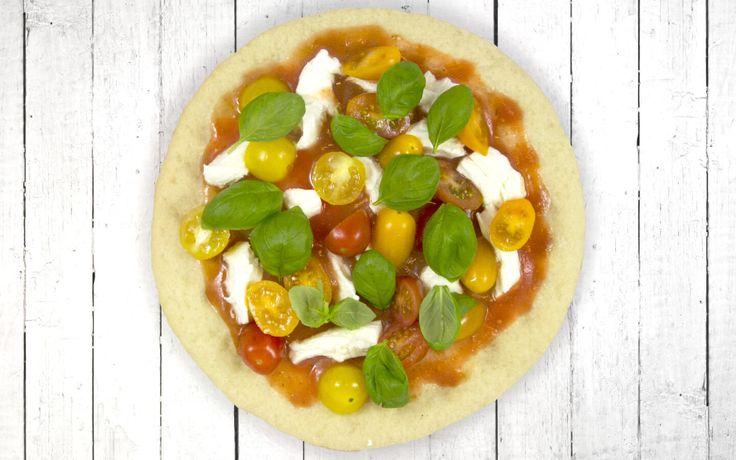 Geen zin om te koken maar wil je wel gezond eten? Deze bloemkoolpizza Mozzarella met partytomaten bevat 230 gram groenten, is kindvriendelijk en ook nog eens gemakkelijk klaar te maken. Ideaal voor in het weekend! Ingrediënten: 1 Magioni bloemkool pizzabodem Tomatensaus (let op de verpakking dat er geen toegevoegde suikers in de saus zijn verwerkt) Gekleurde tomaten Mozzarella Basilicum Bereiding: Verwarm de oven voor op 200 °C. Verdeel de tomatensaus, mozzarella over de Magioni bloemkool…