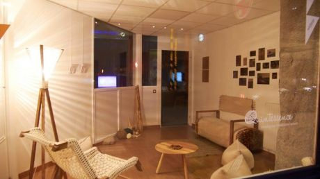 Moldova, în vitrinele franceze. Mobilă inspirată din arta noastră tradiţională, expusă la o expoziţie europenă