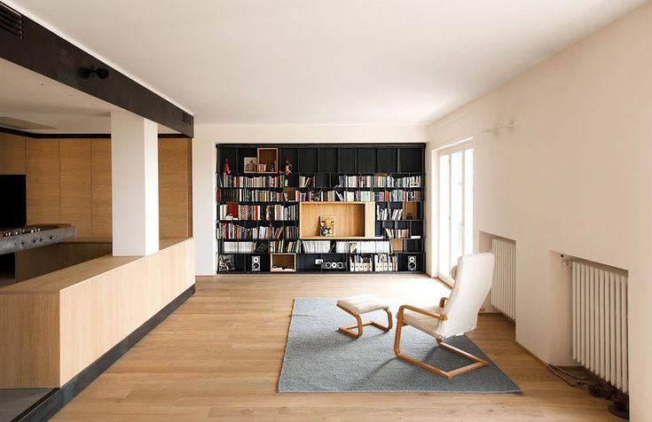 Wood and Iron Apartment / Luca Compri (LCArchitetti)