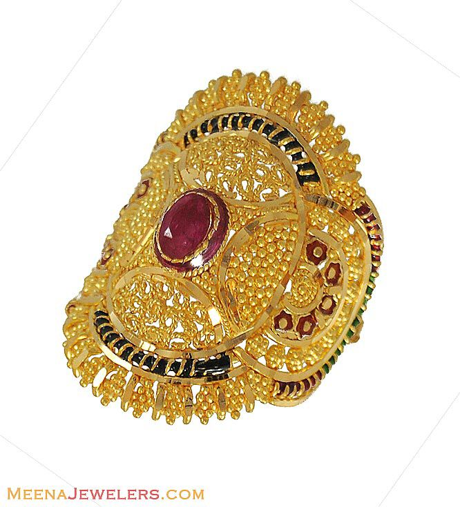 Image from http://www.meenajewelers.com/images/26_Indian_Gold_Rings_916_9020.jpg.