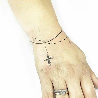 Bracelete • Tattoo Artist: .  @Cabelotattoo . ℐnspiraçãoℐnspiration . . #tattoo #tattoos #tatuagem #tatouage #tatuaje #ink #tattooed #tattooedgirls  #TatuagensFemininas