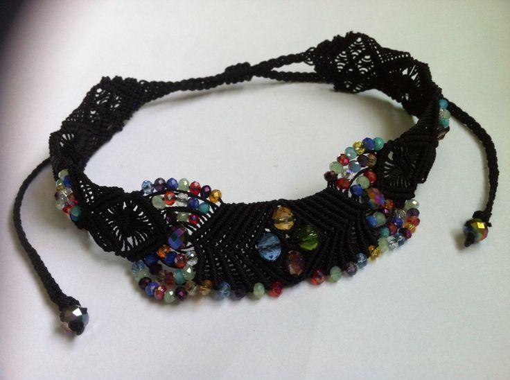 Gargantilla negra ahora con cristales multicolor