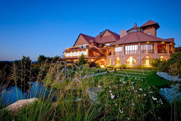1. Grand Cascade Lodge at Crystal Springs Resort, Hamburg