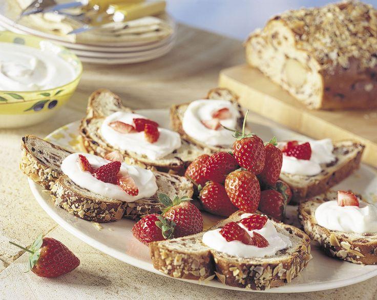 Zoet paasbrood met zelfgemaakte pasha: http://www.brood.net/recepten/zoet/paasbrood-met-pasha