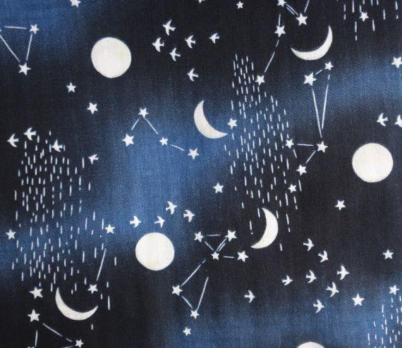 Belles constellations, étoiles et motif lune couleur bleu marine sur une double gaze tissu japonais de Kokka! Ce super doux, tissu respirant est idéal pour les vêtements, quilting, décor à la maison et plus encore!  100% coton Largeur : 42/43 pouces Longueur : Half yard par Kokka  Il sagit dune liste de moitié yard. Pour une pleine yard, choisir quantité « 2 », pour 1,5 yards, choisissez « 3 », etc..  Aussi disponible en gris et noir: https://www.etsy.com/listing/4...
