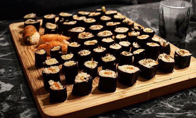 Hab so viel Sushi gegessen, dass kein Eis mehr rein passt. #selfmade #sushi #nigiri #maki #wasabi #ingwer #lachs #sesam #avocado #reis #nori #asian #asianfood #food #foodblogger #foodphotography #foodstagram #instafood #foodlover #foodporn #foodie #yummy #lecker #tasty #tastyfood #delicious #gutenappetit #foodgasm #foodgasmde  Yummery - best recipes. Follow Us! #tastyfood
