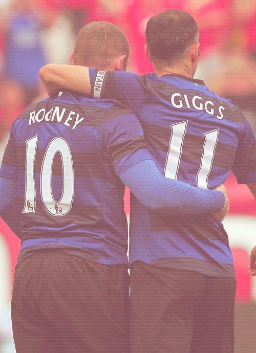 Wayne Rooney (No10) and Ryan Giggs (No11) celebrate