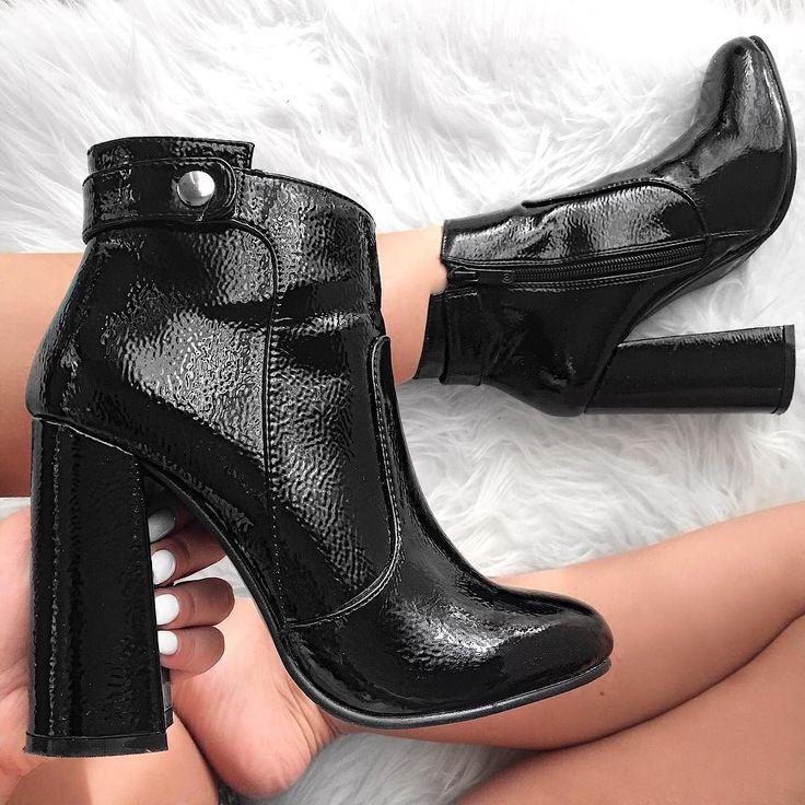 Shine bright in #MIGATO DF6192 block heel patent botties! Shop link ► bit.ly/DF6192-L14en Photo via @rania_kar