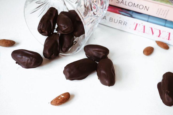 Opskrift på lækre dadel snacks – Kaffe og kjoler