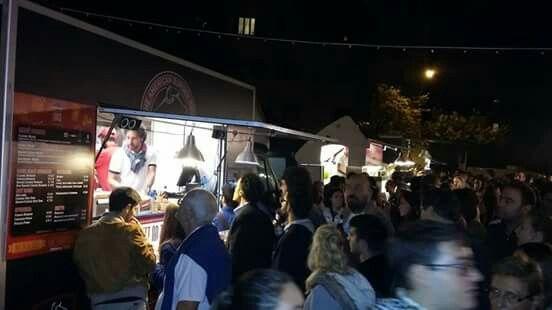 Un immagine del nostro fine settimana alla Garbatella #tbonestation #tburgertruck #rome #foodcontest