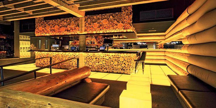 The Jupiter Hotel is a motor lodge turned boutique hotel in #Portland where the adjoining Doug Fir Lounge hosts live music six nights a week: http://enroute.aircanada.com/en/articles/hotel-review-jupiter-portland // Cet ancien motel devenu hôtel-boutique est parfait pour garder le rythme avec le Doug Fir Lounge, où se produisent des musiciens six soirs par semaine: http://enroute.aircanada.com/fr/articles/hotels-the-jupiter-hotel-a-portland