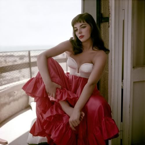 Joan Collins: Hollywood Glamour, Vintage, Hollywood Stars, Beautiful, Joan Collins, David Seymour, The Dresses, 1950S Fashion, Red Skirts