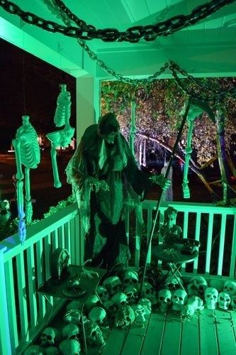 DIY Scary Halloween Decorations Outdoor and Garden 32 - Architecoo