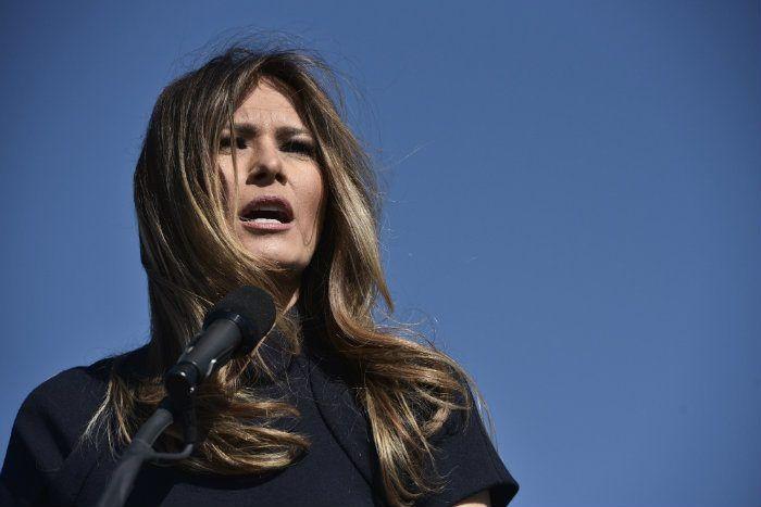 Avec l'élection de Donald Trump, sa femme Melania est devenue un sujet de controverse majeur pour le monde de la mode aux Etats-Unis, et beaucoup de créateurs se refusent à habiller la Première dame, du jamais vu. Habiller l'épouse du président est pourtant une occasion unique de visibilité, surtout lors de la cérémonie d'investiture. Michelle …