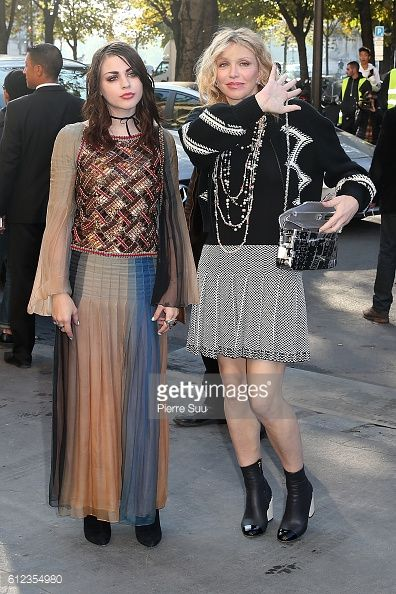 News Photo : Frances Bean Cobain and Courtney Love arrive at...