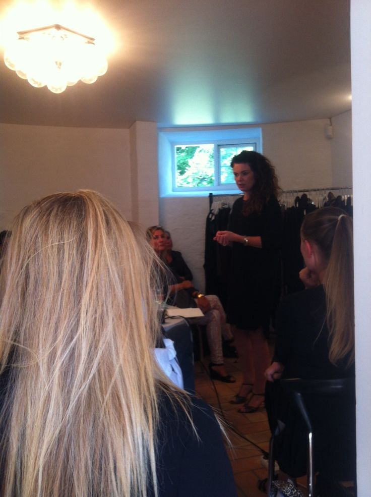 Julia holder foredrag for vores konsulenter :-)