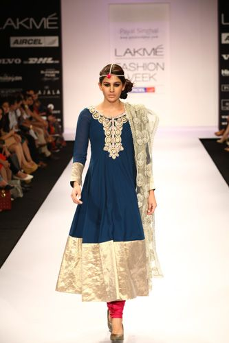 love the blue salwar with the suddenly popping pink pants #indian #fashion