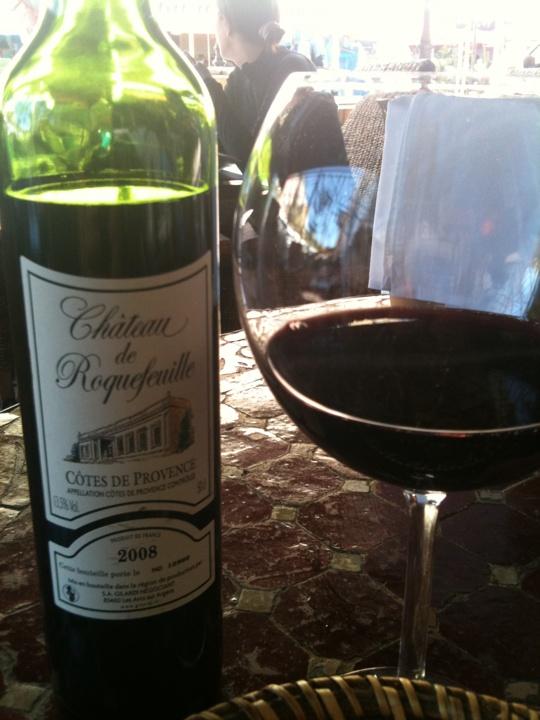 Ikke noe som en dag i gamlebyen i Nice med et deilig glass rødvin! Får dere tak i denne vinen - løp og kjøp!