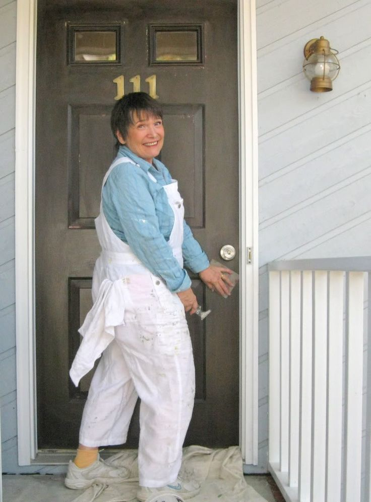 Girl's Guide to Painting Your Front Door | DIY Home Staging Tips