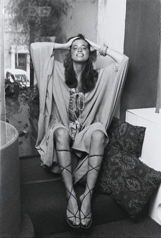 carly simon and i do want those sandals !!