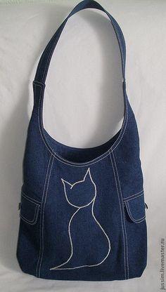Bag from jeans. #denim #jeans muy buen detalle bordado, se puede hacer con cualquier imagen grande