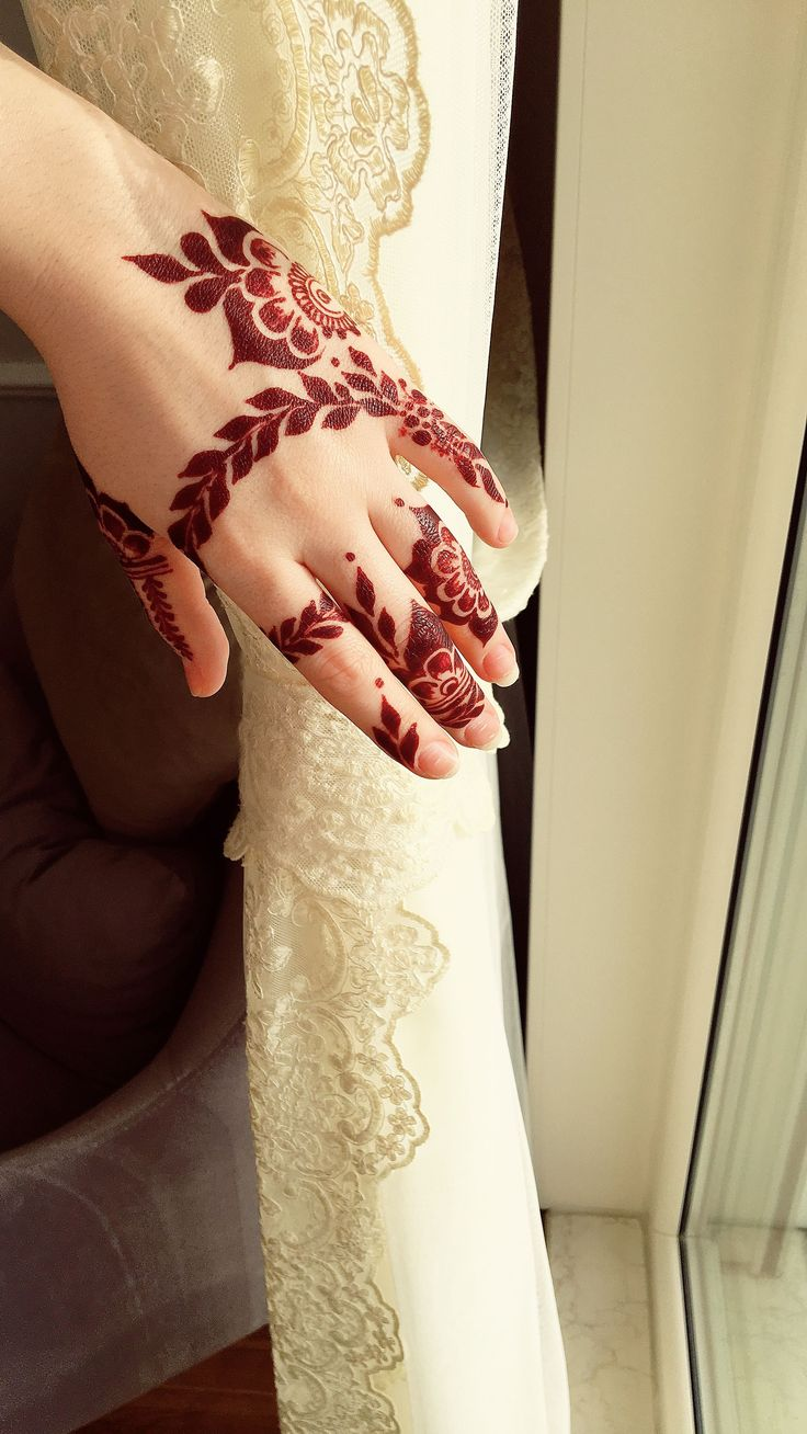 Hennayagmur #henna #art #photo #islamic #girl #architecture #gold #pink #love #hand #nail #nails #islamicarchitecture