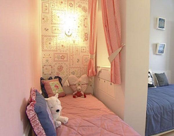 как поставить кровати в детской. кроватка для дочки.