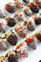 Versierde aardbeien voor de feestdagen.