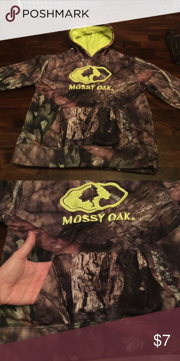 Mossy Oak hoodie with front pocket size S/CH 6-7 Mossy Oak hoodie with front pocket size S/CH 6-7 great condition mossy oak Other
