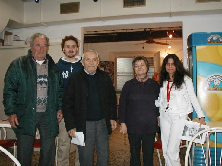 Foto di gruppo per gli incontri a Casciana Alta presso il Circolo ARCI nel 2004